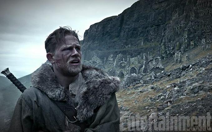 guy-ritchie-nin-merakla-beklenen-filmi-king-arthur-legend-of-the-sword-dan-ilk-gorseller-1-filmloverss