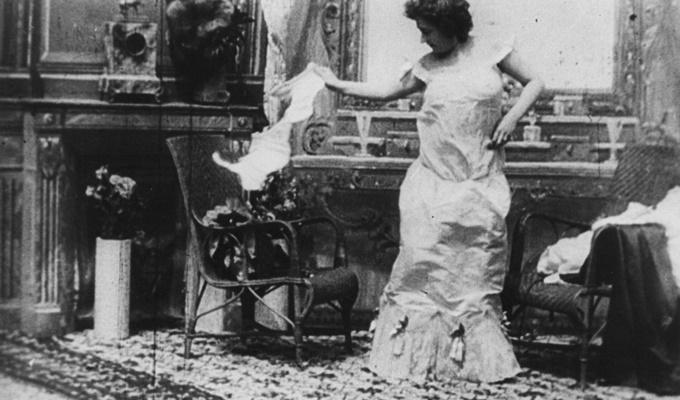 victorian-lady-in-her-boudoir-filmloverss