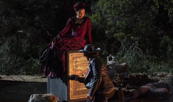 westworld-1-sezon-9-bolum-maeve-hector-filmloverss