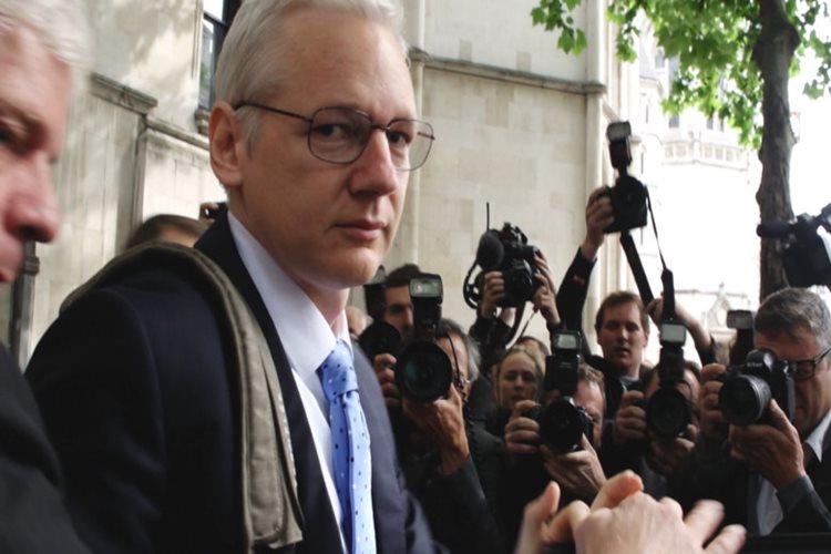 julian-assange-in-hayatinin-anlatildigi-risk-belgeselinden-fragman-yayinlandi-filmloverss