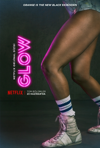 yeni-netflix-dizisi-glow-dan-tanitim-videosu-karakter-posterleri-yayinlandi-002-filmloverss