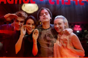 "Riverdale -- ""Pilot"" -- Image Number:RVD101g_BTS_0281.jpg -- Pictured (L-R): Behind the scenes with KJ Apa as Archie, Camila Mendes as Veronica, Cole Sprouse as Jughead, and Lili Reinhart as Betty -- Photo: Katie Yu/The CW -- © 2016 The CW Network. All Rights Reserved."