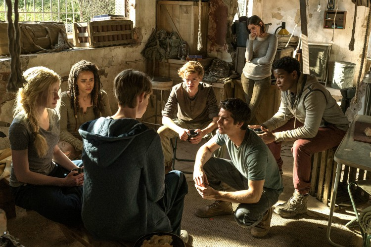 maze-runner-the-death-cure-cast-image-dylan-obrien-thomas-brodie-sangster-filmloverss