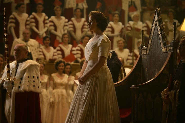 claire-foy-the-crown-2-filmloverss