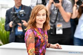 """Isabelle Huppert at the """"Happy End"""" photocall (Source: news.cn)"""