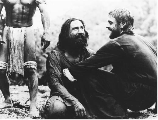 El padre Gabriel abraza a Mendoza, arrepentido y perdonado