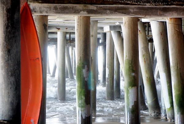 DSC00437_below the pier w canoe_600@72