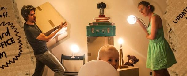 Die coolsten Eltern der Welt? Filmszenen, Pappkartons und ein Baby