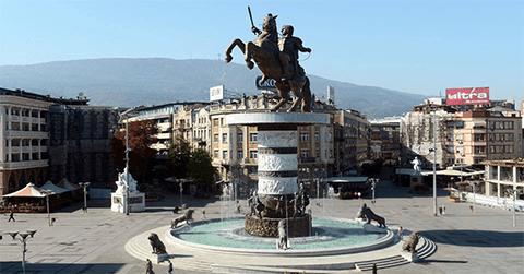 Το λιγότερο κακή μια συμφωνία που ταπεινώνει τους Έλληνες