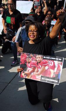 NFL_Kaepernick_Chicago_protest_1.JPG