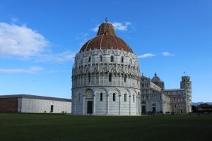 Il Battistero di Pisa in Piazza dei Miracoli