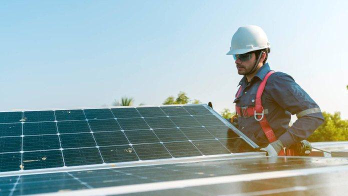 Apesar do alto custo de instalação, a energia solar é um ótimo investimento a longo prazo