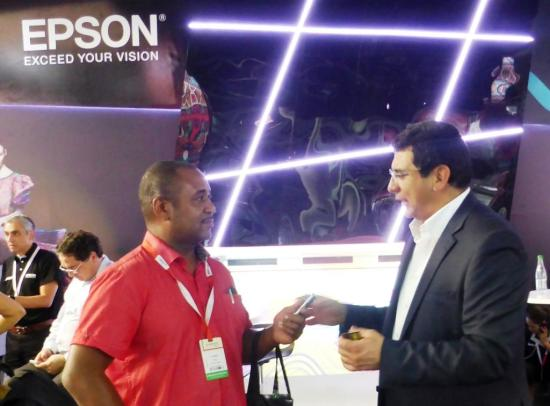 Finance Colombia's Loren Moss (left) with Epson general manager Francisco Valderrama at Colombiatex 2016