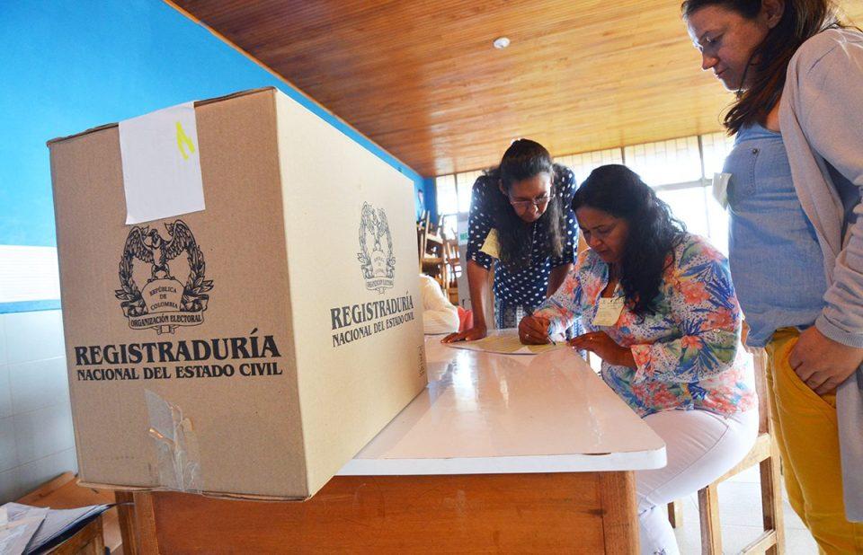 Election judges count mining referendum votes at a voting center in Sucre on October 1. (Credit: Juan Carlos Higuera)