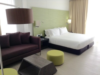 Holiday Inn Express Cartagena example guest room