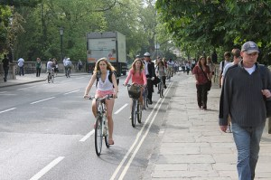 © Tejvan Pettinger ''Cyclists Oxford'' Some rights reserved. Source: Flickr.com