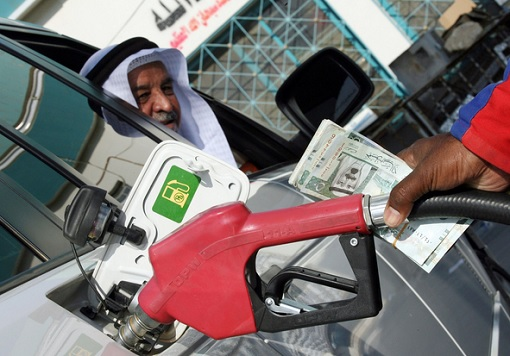 Saudis Pumping Petrol at Station