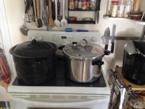 How to Make Tomato Sauce With a Pressure Canner