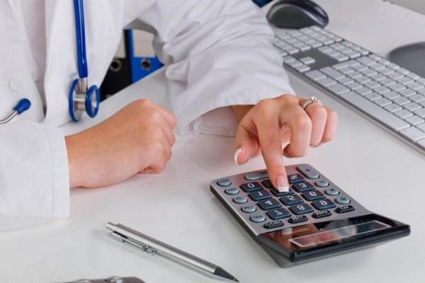 lekarz koszty w firmie