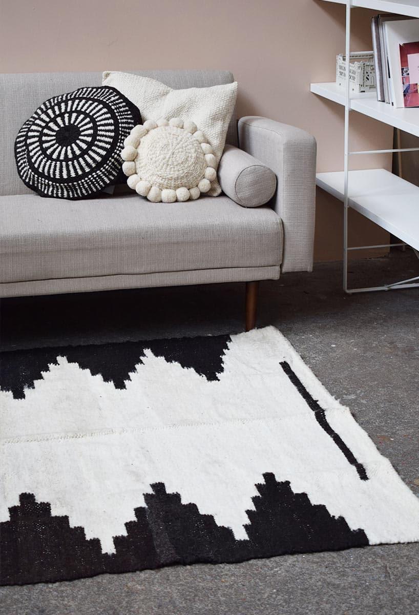 tapis en laine noir et blanc