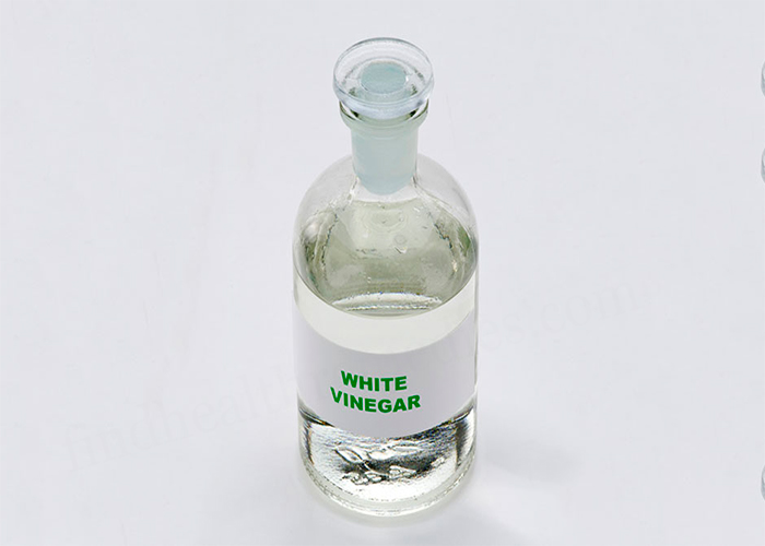 White-Vinegar-and-Salt-for-Nail-Fungus