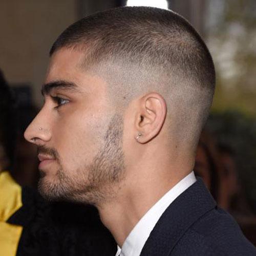2018'de Erkekler İçin Yüksek Tenli Fade-Popüler Saç Kesimi ile Buzz Cut