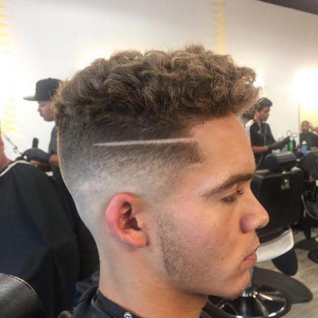Erkekler için Fading Curls Saç Modelleri