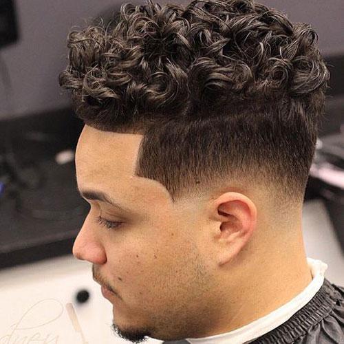 Erkekler için Sıralı Bukleler Saç Modelleri