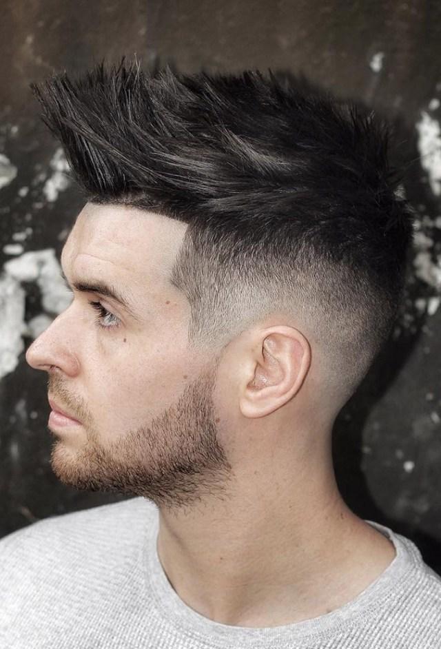 Erkekler için Çizgili Yukarı Başak Saç Modelleri
