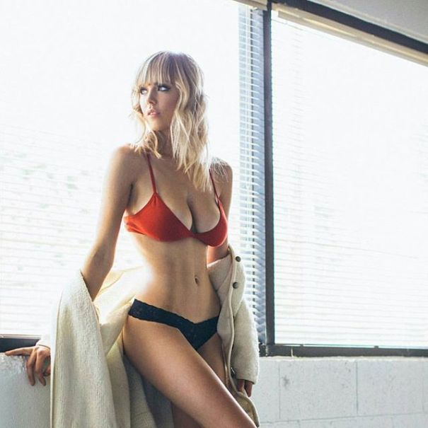 Danielle Sharp topeless
