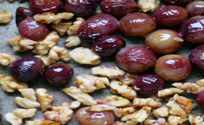 Red grapes and walnuts