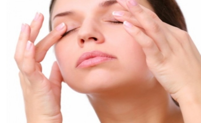 Treats Under-eye Puffiness