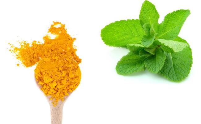 Turmeric Powder And Mint Juice