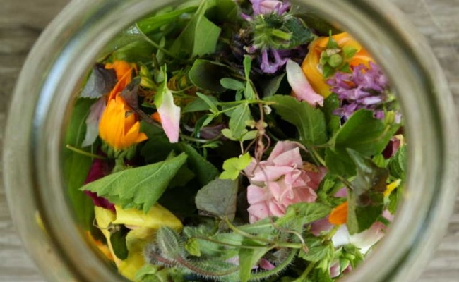 Procedure to make herbal infused water