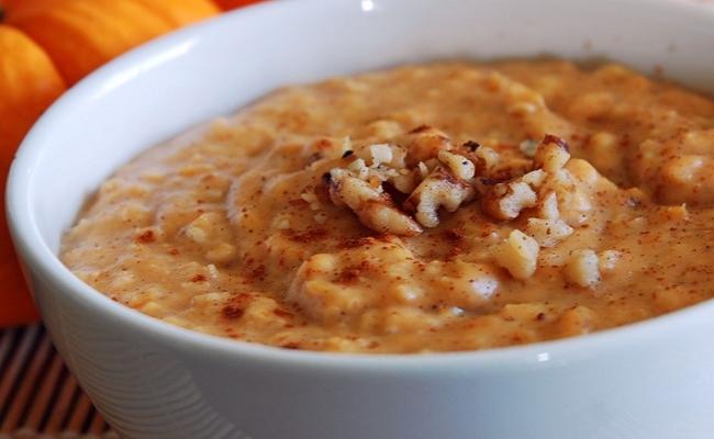 Spicy oatmeal porridge