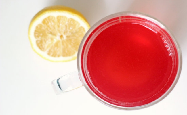 Apple cider vinegar and cranberry juice detox drink