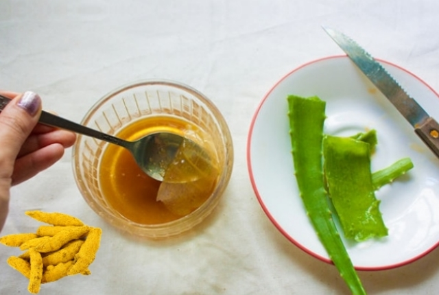 Aloe Vera Turmeric And Honey Mask For Oily Skin