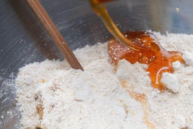 Rice Flour And Honey Plus Oatmeal Face Mask