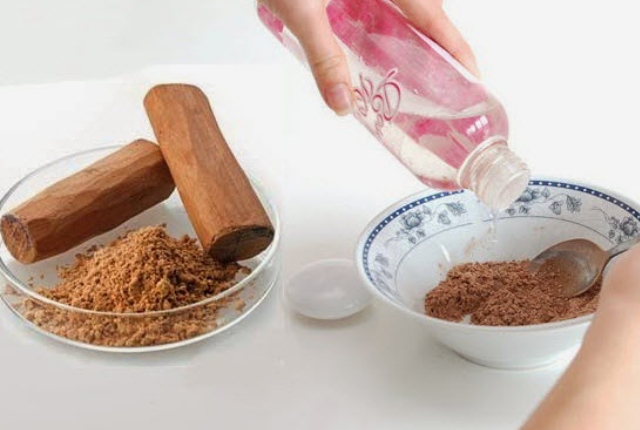 Sandalwood Powder And Rosewater