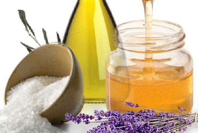 Homemade Face Mask Using Honey, Sea Salt And Olive Oil