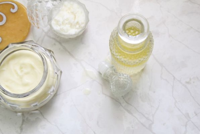 Homemade Lotion Using Beeswax, Coconut Oil And Olive Oil