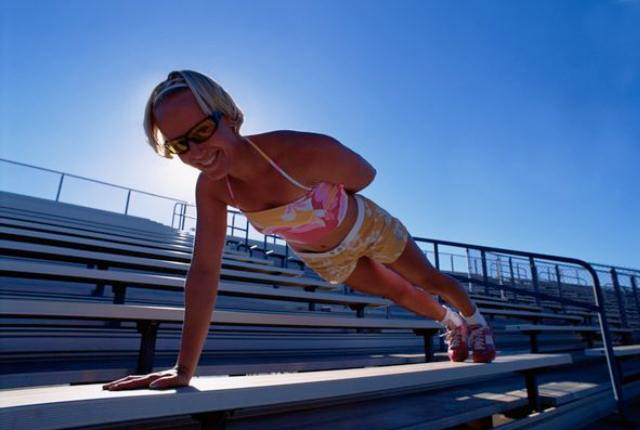 Side Push–up With One Arm