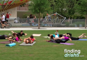 Yoginos yoga class - Can you spot my uncooperative child?