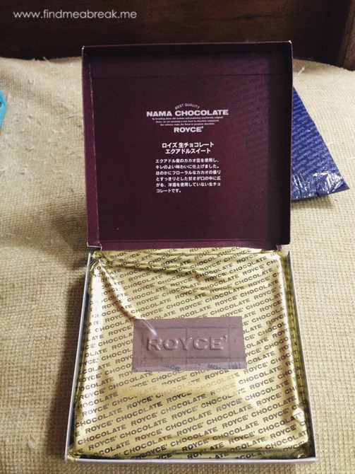 Unboxing-of-Royce-chocolate