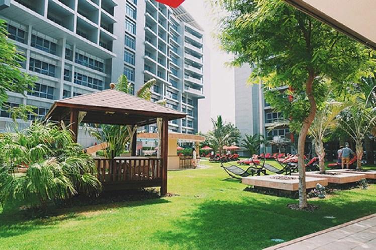 Cabanas-Swimming-Pool-Rotana