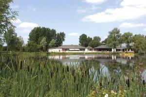 Lake View at Hoburne Cotswold - Hoburne Cotswold Holiday Park