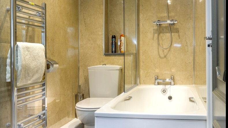 Golden Coast Silver Appartment Bathroom