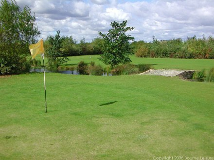 9 Hole Golf Course at Thorpe Park - Thorpe Park Holiday Centre