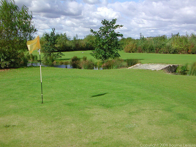 9 Hole Golf Course at Thorpe Park - Thorpe Park Holiday Centre