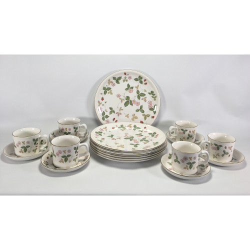 Beautiful Wedgwood England Wild Strawberry Earthenware pattern